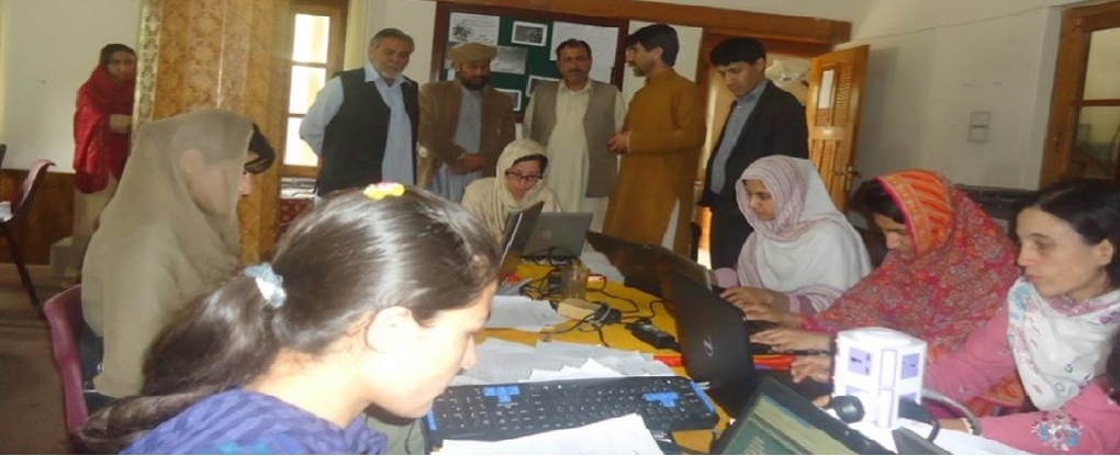 CEO Al-Ahad briefing the honourable guests regarding the advantages of Computerization of Ration Cards